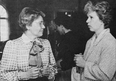 KMV-lehdessä 10.5.1988 kerrottiin Juupajoen naisseminaarista. Seminaarin värikkäässä alustuksessa Raija Uusi-Rauva, vasemmalla, antoi kyytiä maanviljelykseen juurtuneille myyteille.