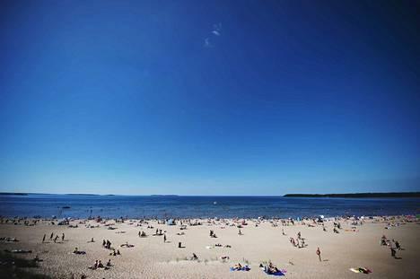 Anna Kyhä-Mantere toteaa, ettei tarinoiden välttämättä tarvitse liittyä juuri hiekkarantaan, sillä koko Meri-Porin rannikko on matkailun näkökulmasta kiinnostavaa aluetta.