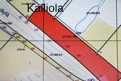 Ostettava maa-alue rajoittuu valtatien kahteen. Se sijaitsee katsastusaseman eteläpuolella Peipohjassa.