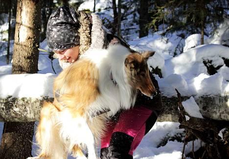 Tiia Rajaniemi on viihtynyt Siurossa, sillä koiraihmiselle ja muutenkin luonnosta pitävälle sieltä löytyy loputtomasti toinen toistaan upeampia lenkkeilymaastoja.