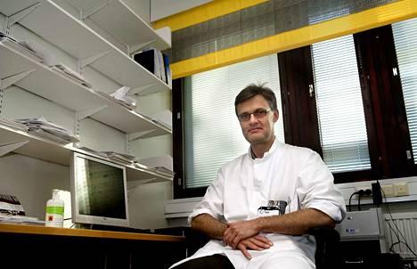 Infektiolääkäri Pertti Arvola Taysista kertoo, että Pirkanmaan influenssatilanne on edelleen noususuuntainen.