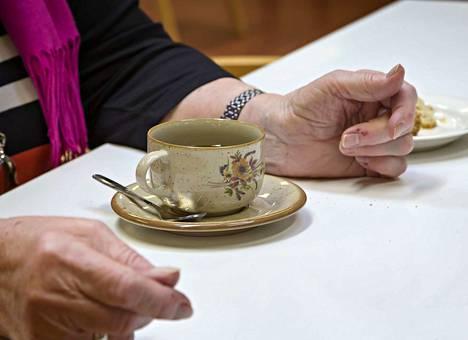 Mielipidekirjoittajan mukaan vanhuspalvelujen kurjistuminen on ollut nähtävissä jo useita vuosia, mutta maan hallitus ja muut päätöksentekijät ovat ummistaneet silmänsä.