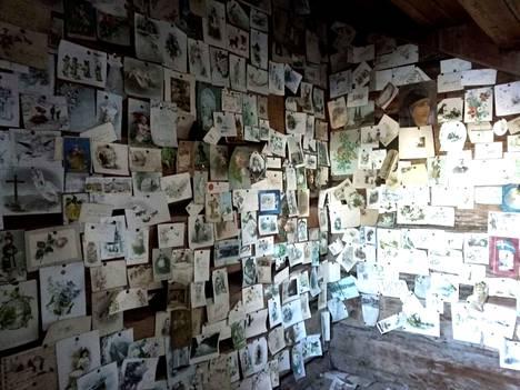Valtaosa korteista on lähetetty aivan 1800-luvun lopulla. Joukossa on joulu- ja pääsiäiskortteja ja onnittelukortteja.