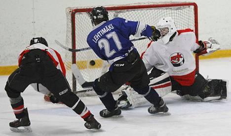 VaPSin energisesti pelannut Akusti Lehtimäki (27) pisti kiekon tyylikkäästi Mäntän Jose Soinion selän taakse ajassa 50.27. VaPS pelasi tilanteessa alivoimalla.