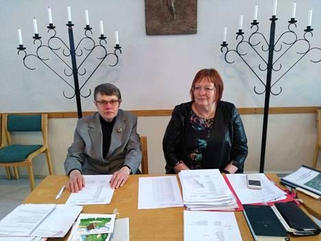 Kirkkovaltuuston kokouksessa puhetta johti Anja Peräkääly. Sihteerinä toimi seurakunnan talousjohtaja Eija Tuomioja.