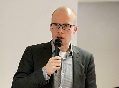 Eläkeläiset ry:n toiminnanjohtaja Jan Koskimies kuvailee tähänastista sote-valmistelua kahden puolueen poliittiseksi lehmänkaupaksi.