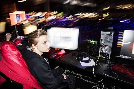 LanTrek on Suomen suurimpia verkkopelitapahtumia. Lukuisat pelaajat kerääntyivät Tampereen messu- ja urheilukeskukseen maaliskuun alussa.