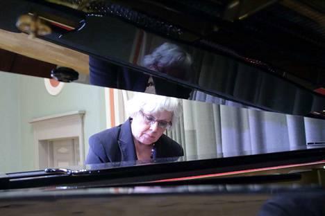 Maija Weitz on opintojensa jälkeen opettanut Sibelius-Akatemiassa, Helsingin konservatoriossa, pitänyt wieniläisen kamarimusiikin mestarikursseja toiminut ajanjakson Savonlinnan Oopperajuhlien laulun mestarikurssien pianistina.