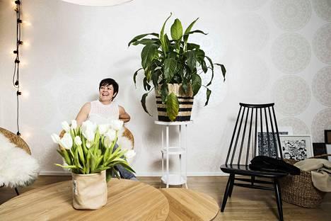 Petra Alanen on tuonut Rantaperkiössä olevaan myyntikohteeseensa huonekaluja omasta kodistaan. Asunnon stailauksessa jokainen yksityiskohta on mietitty.