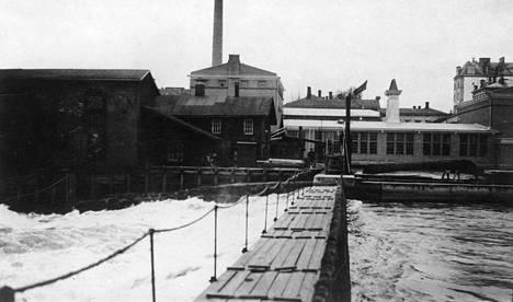 Neulapato oli tärkeässä osassa Tampereen taisteluissa vuonna 1918. Pato oli valkoisten joukkojen ainut reitti kosken yli, sillä Hämeensilta oli punaisten miehittämä.