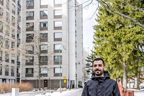 –Täällä puhutaan monia eri kieliä ja täällä on monia eri kulttuureja ja uskontoja, mutta ongelmia ei ole, Halkawb Hussein Mustafa kertoo Turun Varissuosta. Hän muutti alueelle monikulttuurisuuden takia.