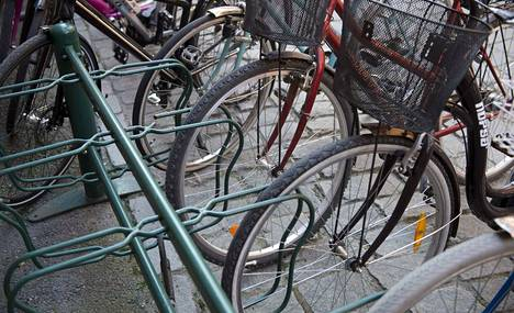 Käytettyä pyörää ostaessa tulisi myyjältä pyytää henkilöllisyystodistus ja pyörän ostokuitti, erityisesti jos kyseessä on uudempi pyörä sekä maksaa ostos pankkitilille. Myös pyörän runkonumero on hyvä tarkistaa.