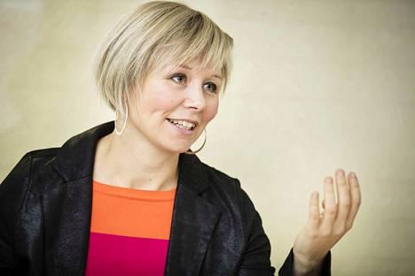 Apulaispormestari Anna-Kaisa Heinämäen mukaan pienissä kunnissa tuloksia saadaan helpommin kuin suurissa kaupungeissa, koska siellä asiakasmäärä on pienempi ja helpompi ottaa haltuun.