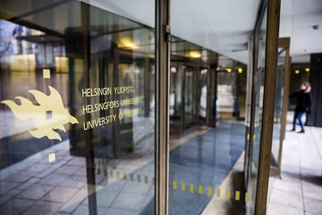 Suomessa on leikattu koulutus- ja tutkimusmenoja enemmän kuin muissa yhtä vauraissa maissa. Leikkausten ja yliopistolain tuomien muutosten seuraukset näkyvät nyt, kirjoittavat oikeushistorian ja roomalaisen oikeuden professori Jukka Kekkonen, kansainvälisen politiikan professori Heikki Patomäki ja kuluttajaekonomian professori Visa Heinonen.