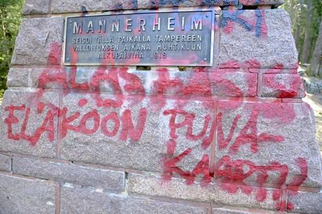 Näin Mannerheim-patsasta töhrittiin vuonna 2016.