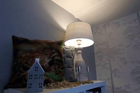 Valaisimilla on iso merkitys tunnelman luomisessa, sillä valon avulla kodin sävyä voidaan muuttaa.