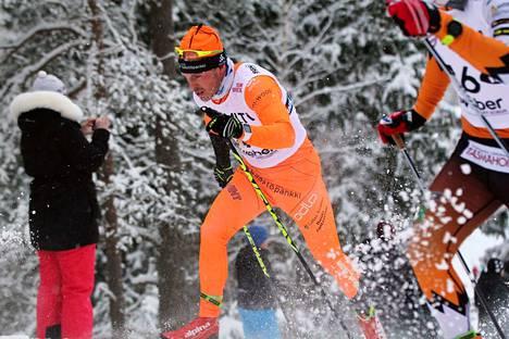 Antti Ojansivu hiihti SM-viestissä Taivalkoskella kolmannen osuuden ja nosti joukkueensa sijoitusta. Varamiehinen joukkue sinetöi Jämin viesticupin voiton.
