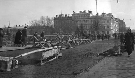 Tampereen Hämeensilta keväällä 1918.