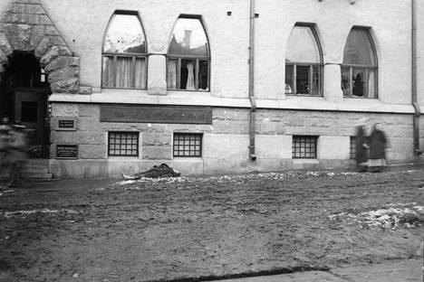 Vainaja kuvattiin Tampereen Kauppakadulla vuonna 1918.