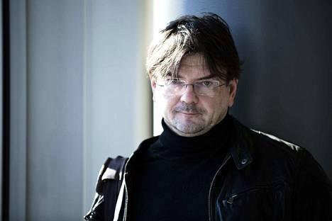 Hallintotieteiden tohtori Eero Laesterä Perlacon Oy:stä sanoo, että Tampere alkoi kyllä sopeuttaa talouttaan, mutta se olisi pitänyt tehdä aiemmin ja isommin, jotta nykyinen tilanne olisi vältetty.