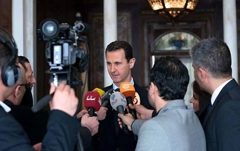 Bashas al-Assad puhui medialle Syyrian Damaskoksessa maaliskuun alussa 2018.