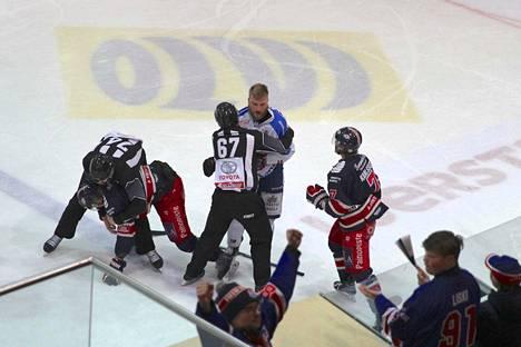 KeuPa HT:n Joel Sund joutui jäähylle kähinästä.