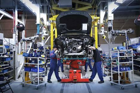 Valmet Automotiven autotehtaassa Uudessakaupungissa työskentelee tällä hetkellä yli 4000 ihmistä.