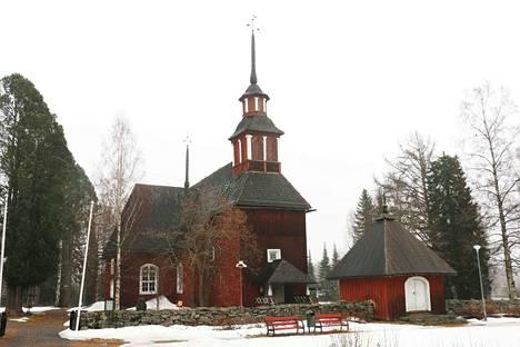 Keuruun vanha kirkko, Turku ja KeuPa HT muodostivat historiallisen taustan maanantai-illan kellonsoitolle.
