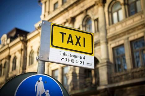 Asiakas voi jatkossa kilpailuttaa taksit tolpalla hinnan mukaan.