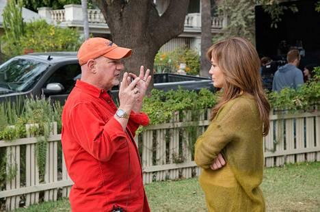 Rob Cohen (vasemmalla) on ohjannut The Boy Next Door -elokuvan, jossa Jennifer Lopez on aviokriisin kourissa olevan Claire Petersonin roolissa.