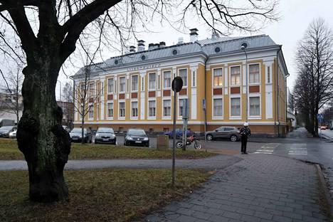 Entistä Malminpään koulurakennusta havitellaan pop up-hotelliksi.