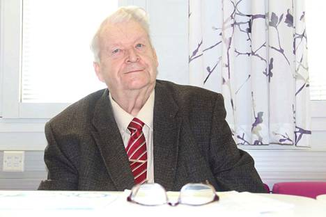 Tuomo Nenonen on ollut Nokian kauppalan- ja kaupunginvaltuustossa liki 50 vuotta. Hän toimi puheenjohtajana kaupungin juhlatoimikunnassa, joka vastasi juhlavuoden tapahtumista.