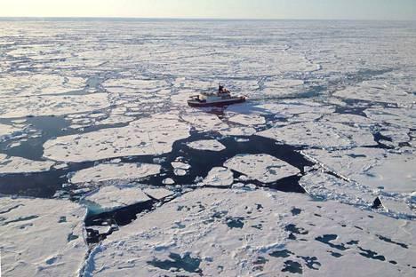 Tutkimusretket Jäämerelle tehtiin Polarstern-nimisellä jäänmurtajalla.