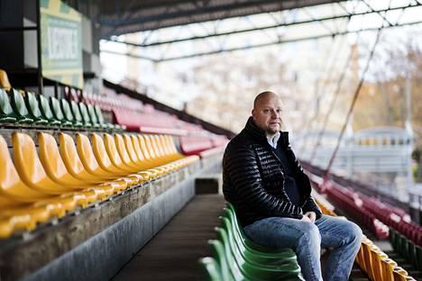 Ilveksen toimitusjohtaja Tomi Erola arvioi, että euro-ottelu saatetaan joutua siirtämään Helsinkiin.