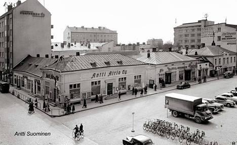 Airionkulma Eteläkauppatorin ja Yrjönkadun risteyksessä. Kuva vuodelta 1959 tai 1960.