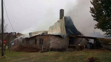 Tulipalossa tuhoutui 150 vuotta vanha navettarakennus, jossa nykyisin oli hakelämpövoimala.