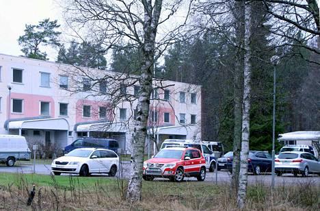 Poliisi harjoittelee vaarallisten tilanteiden varalle tällä viikolla Mänttä-Vilppulassa ja Keuruulla. Keskiviikkona harjoituspaikkana oli purkutuomion saanut kerrostaloa Puistokadulla Mäntässä.