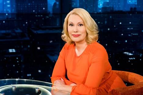 Politiikan toimittaja Sanna Ukkola ehti vetää Pressiklubia vuoden ajan. Hän otti paikan juontajana ohjelmaa kymmenen vuoden ajan luotsanneen Ruben Stillerin jälkeen vuonna 2017.