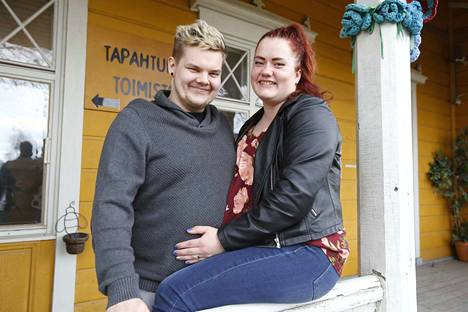 Joonas Salonen ja Tiia Silvennoinen kertovat, että päätös hakea festarihääpariksi syntyi nopeasti.