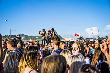 Viime kesänä Ruisrockissa kävi viikonlopun aikana 105000 festivaalivierasta. Tämän kesän Ruisrock on jo myyty loppuun.