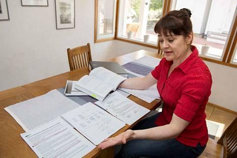 Tiina Pöhö korostaa, että hän haluaa taloyhtiön laina-asiassa lain mukaisia ratkaisuja. –Emme ole tehneet mitään väärää, olemme vain maksaneet lainaosuutemme pois.
