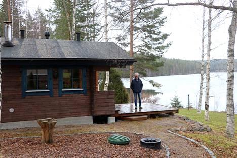Markku Katajamäen vapaa-ajan asunnolla Ylöjärven Kurussa jätevesijärjestelmät ovat kunnossa. Rantasaunan pesuvedetkin siirtyvät pumpulla mökin jätevesikäsittelyyn.