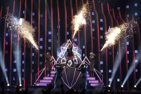 Saara Aallon Monsters sai 46 pistettä Euroviisujen ammattiraatien pisteytyksestä.