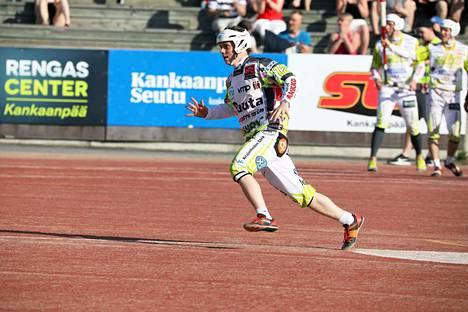 Joonas Peltomäki toi KaMan taisteluun avausjaksolla.