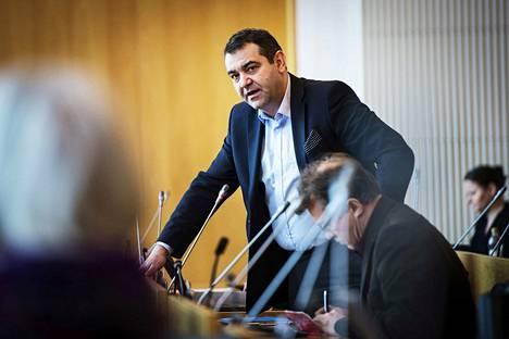Sdp:n valtuustoryhmän puheenjohtaja Atanas Aleksovski kertoo, että demariryhmä haluaa erilaisen lausunnon kuin vihreiden, vasemmistoliiton ja perussuomalaisten valtuutettujen esittämä.