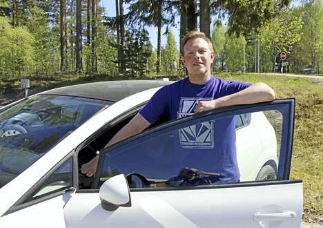 Ajokorttiuudistuksen vaikutuksia on vaikea arvioida. Pakollinen opetus vähenee, mutta kuljettajatutkinto muuttuu vaativammaksi, muun muassa ajokoe pitenee ajallisesti. Voi olla, että tutkintojen hylkäysmäärä kasvaa, pohtii liikenneopettaja Peetu Tuomisto Keuruun autokoulusta.
