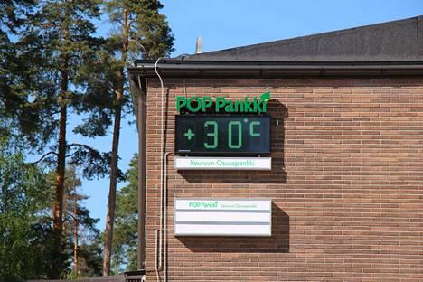 Lämpömittarit ovat viime päivinä näyttäneet harvinaisen korkeita lukemia Keuruunkin seudulla. Toukokuun alkupuolen lämpötiloiksi varsinkin.