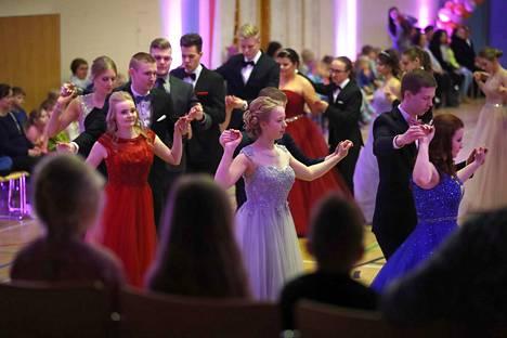 Kuva Ulvilan lukion helmikuun vanhojen tansseista.