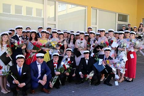 Eurajoen lukion uudet ylioppilaat.