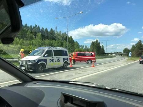 Moottoritie on pahasti ruuhkautunut onnettomuuden takia.